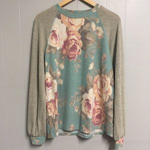 NEW Vanilla Bay Floral Top Mint Large
